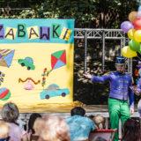 Zdjęcie przedstawiające scenę ze spektaklu dla dzieci
