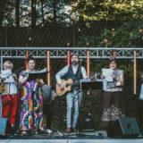 Zdjęcie przedstawiające zespół Larmodzieje podczas występu